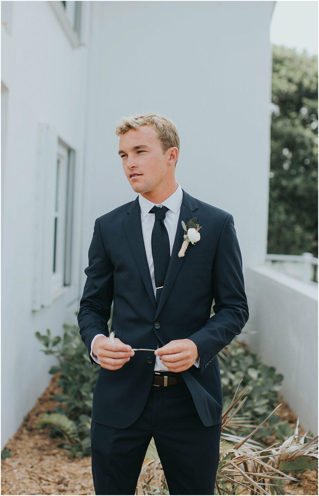 creative groom portraits