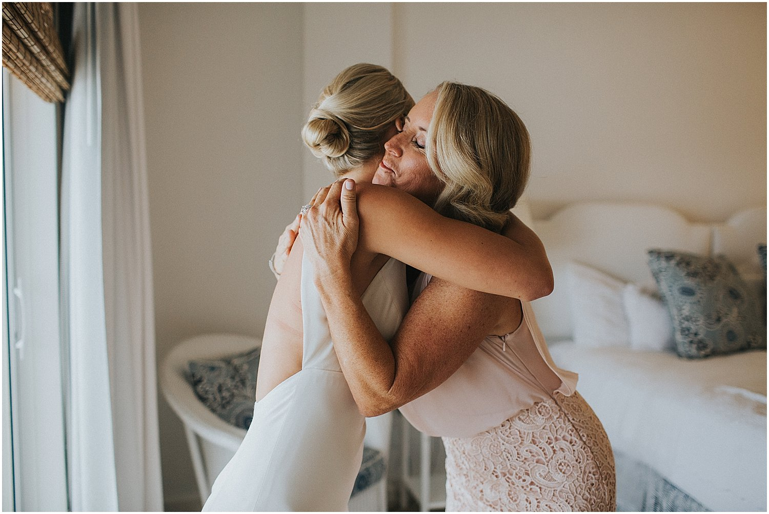 mother and daughter wedding-day