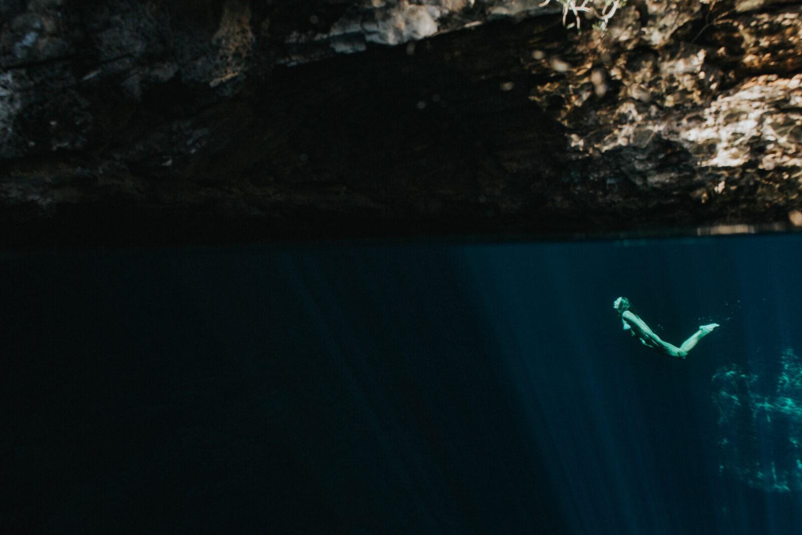 blue hole bahamas